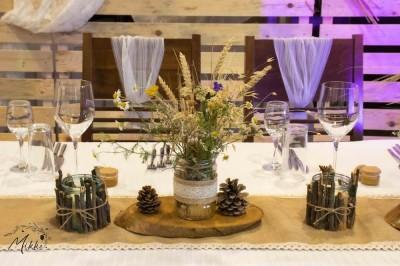 Сватбена маса в рустик стил със сухи цветя