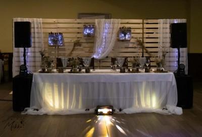 Осветление и декорация на сватбена маса в рустик стил