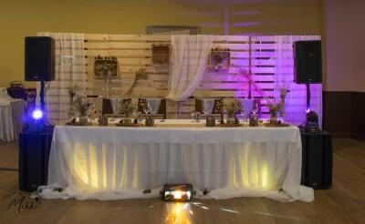 Осветление за сватбена церемония и аранжиране на маса