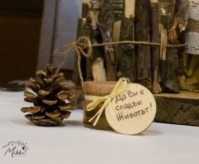 Бурканчета с мед за подаръчета за гости за рустик сватба