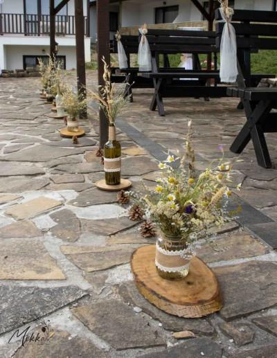 Декорация на пътека за изнесен ритуал за рустик сватба