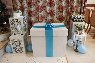 Кутия с балони с хелий - сватбена изненадаза булка