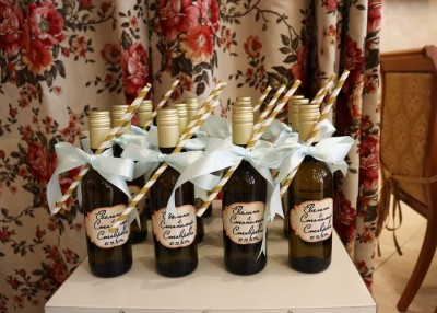 Сватбени подаръци за гостите - бутилка вино с етикет