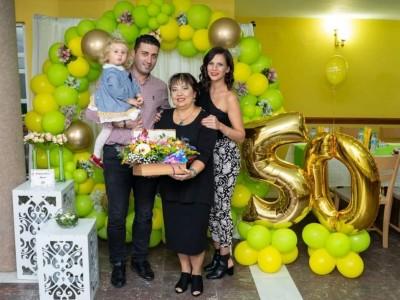 Кръгла арка с балони в зелено и жълто за рожден ден