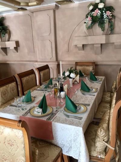 Декорация на маси в  ресторант за юбилей