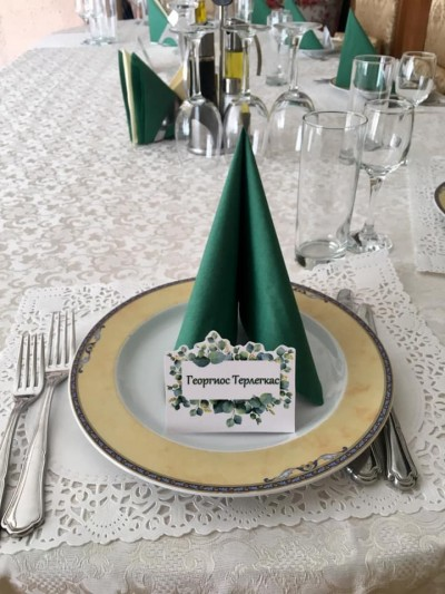 Табелки за имена на гостите в зелено