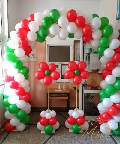 Трицветна арка от балони и колони за декорация на първи учебен ден