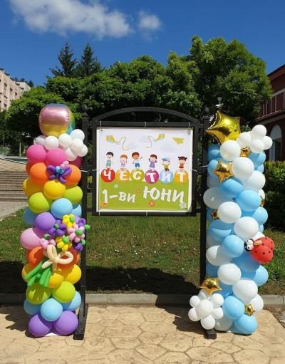 Цветни колони от балони за празника на детето 1 юни