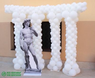 Балонена фигура - римски колони за декорация на ресторант