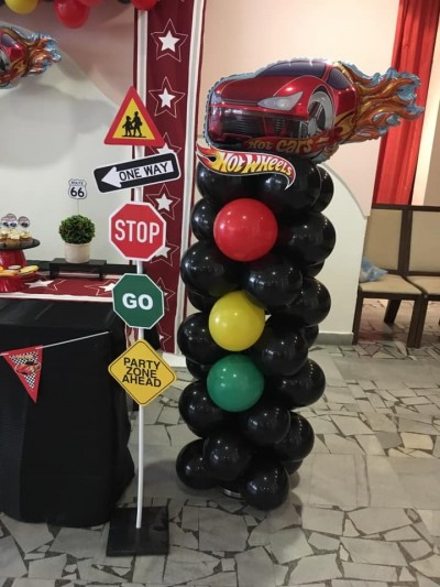 Балонена фигура на светофар за детско парти Колите