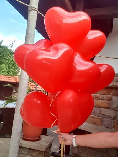 Балон с хелий сърце в червено