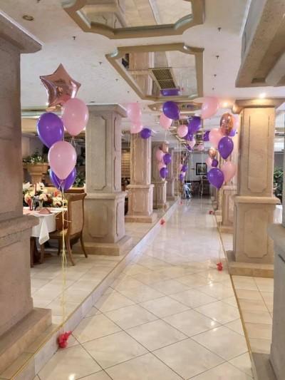 Балони с хелий в розово и лилаво за декорация на ресторант