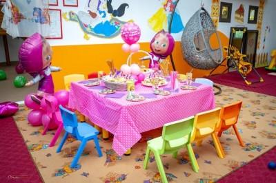 Детска маса и декорация за рожден ден на тема Маша и мечока