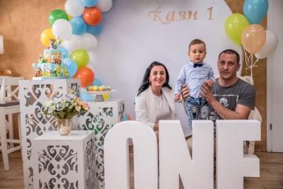 Първи рожден ден с обемни букви ONE и мечета