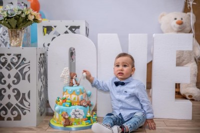 Обемни букви ONE за първи рожден ден на момченце