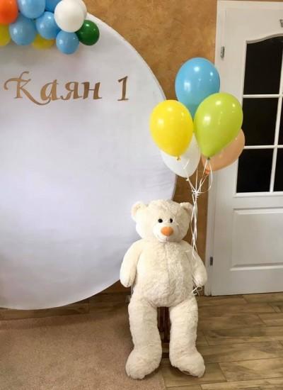 Мече и балони с хелий за декорация на първи рожден ден
