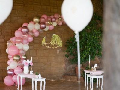 Декорация на свето кръщение с арка и балони с хелий