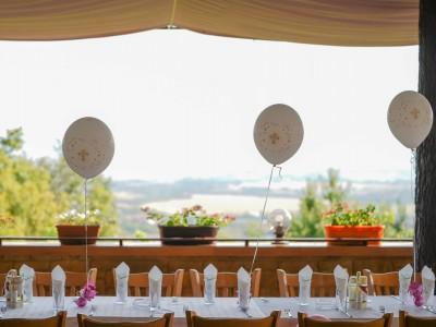 Балони с хелий за свето кръщение за декорация на ресторант