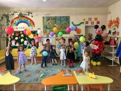 Балони с дръжка и фигура на Мики Маус за декорация на детска градина