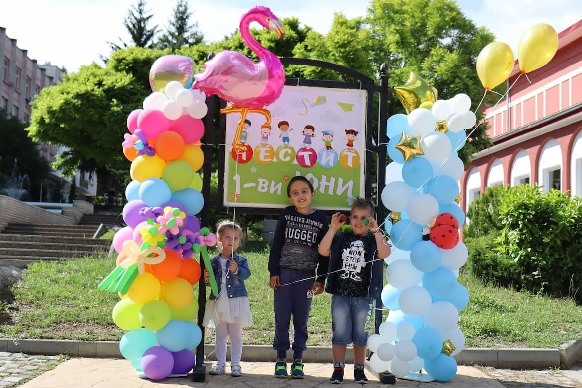 Декорация с балони по случай Първи юни - ден на детето