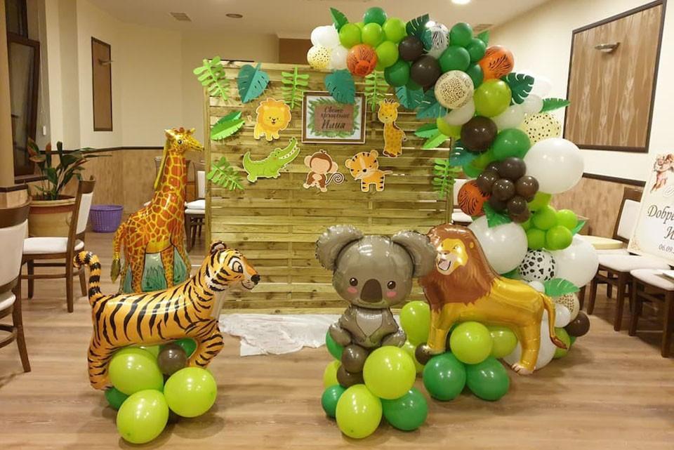 Балонена арка на тема джунгла за Свето кръщение и детски рожден ден